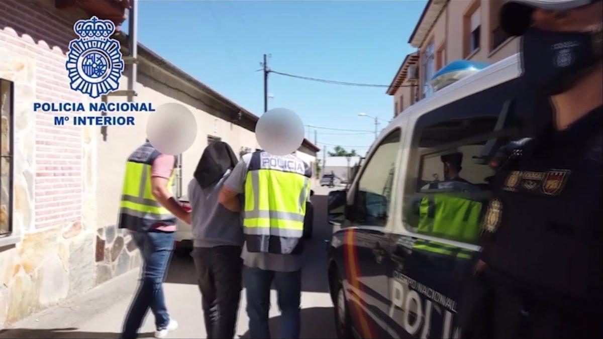 El momento de la detención del hombre por parte de la Policía Nacional