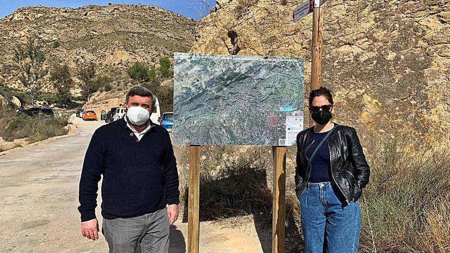 Crevillent instala 12 paneles con itinerarios de la sierra