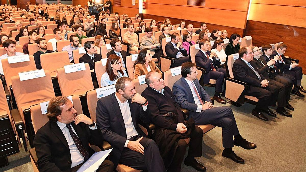 Público en un acto de Ieside en A Coruña.     // CARLOS PARDELLAS