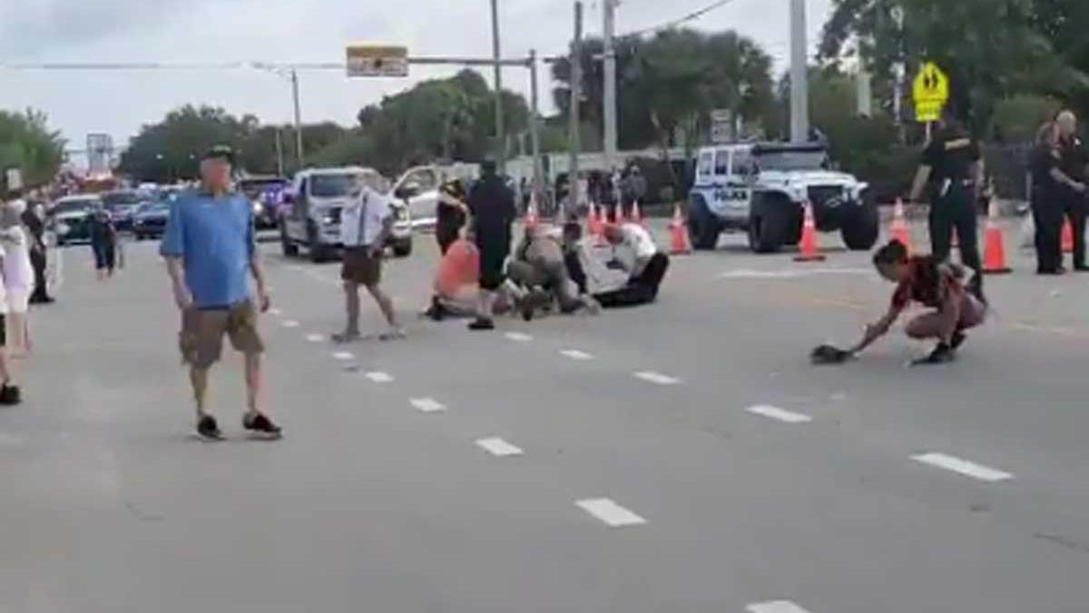 El desfile ha sido cancelado inmediatamente después del atropello.