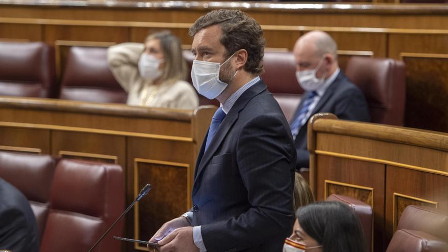 Tenso 'rifirrafe' en el Congreso entre Espinosa, Calvo y Calviño por el cartel de los 'menas'