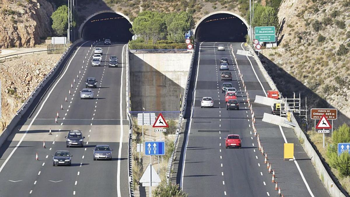 Imagen de archivo del  viaducto de Contreras de la  A-3. fernando bustamante