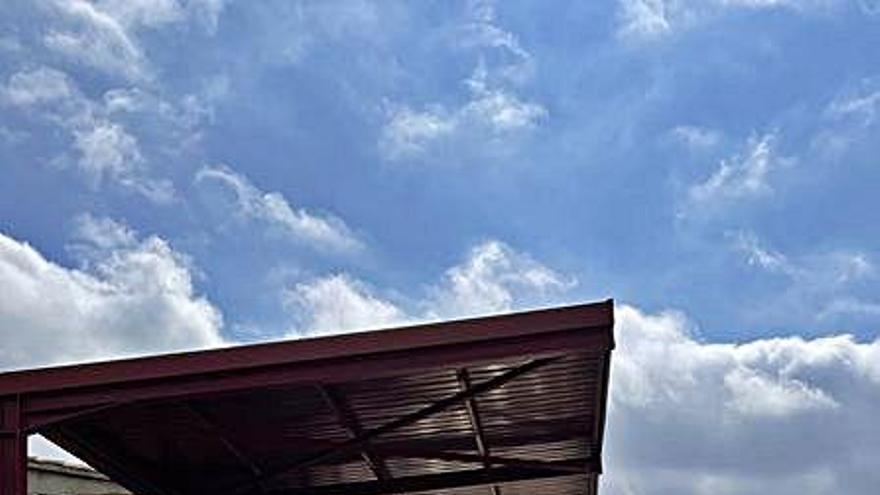 Gironella efectua actuacions de millora al camp de futbol i pavelló municipals