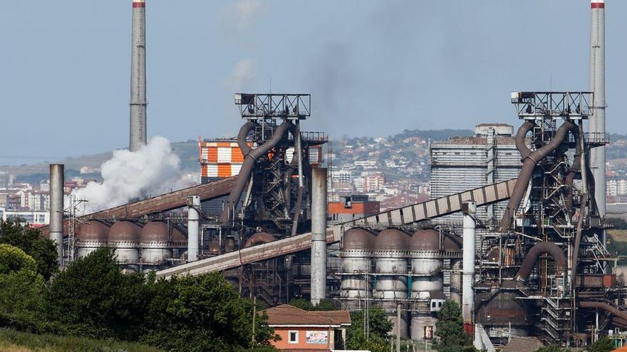 Arcelor anunciará en julio, con Pedro Sánchez, el multimillonario plan para los hornos de Gijón