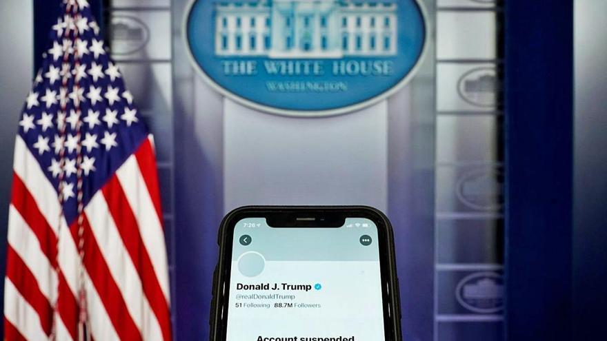 Twitter suspèn permanentment el compte de Trump
