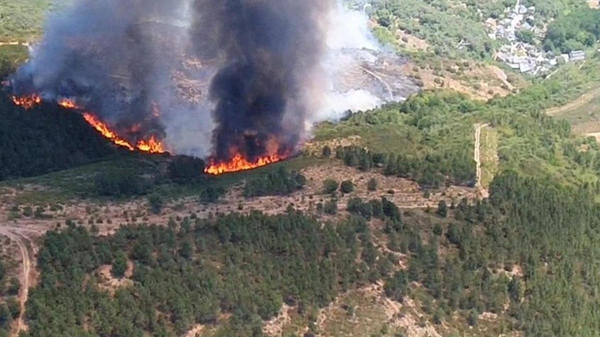 Vista aérea del incendio // Brif Tabuyo