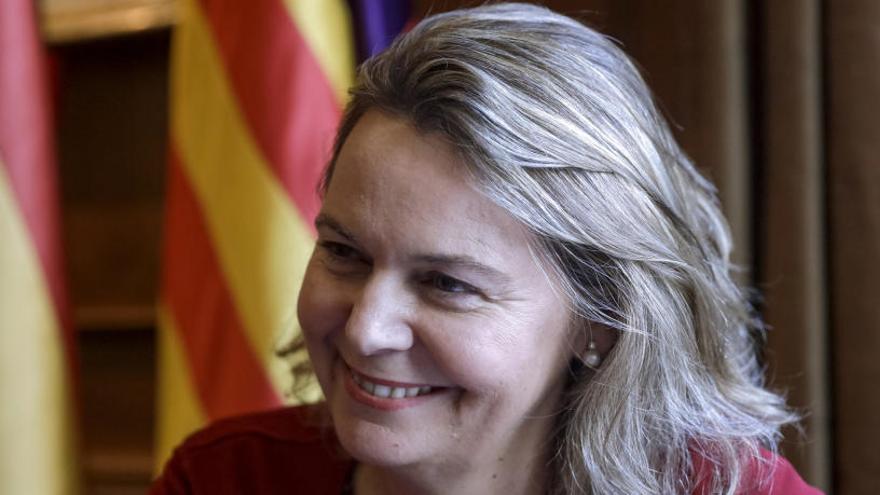 Salom lleva su ofensiva contra el catalán al requisito a los médicos