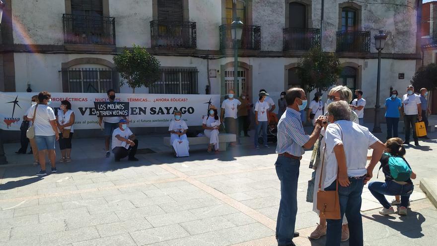 Protesta en Bermillo contra el gran parque eólico de Sayago