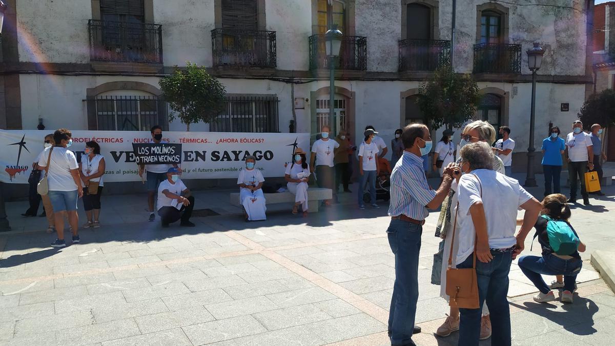 Protesta en Bermillo contra el gran parque eólico