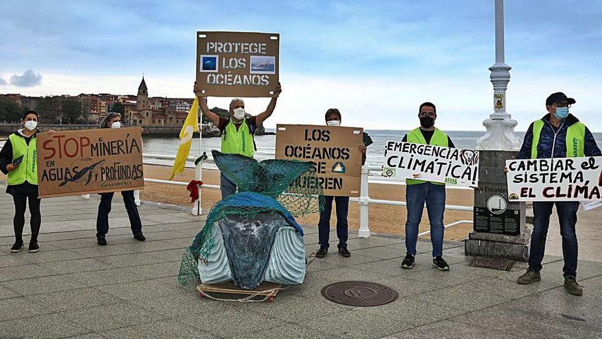 Greenpeace se manifiesta por el Día Mundial de los Océanos