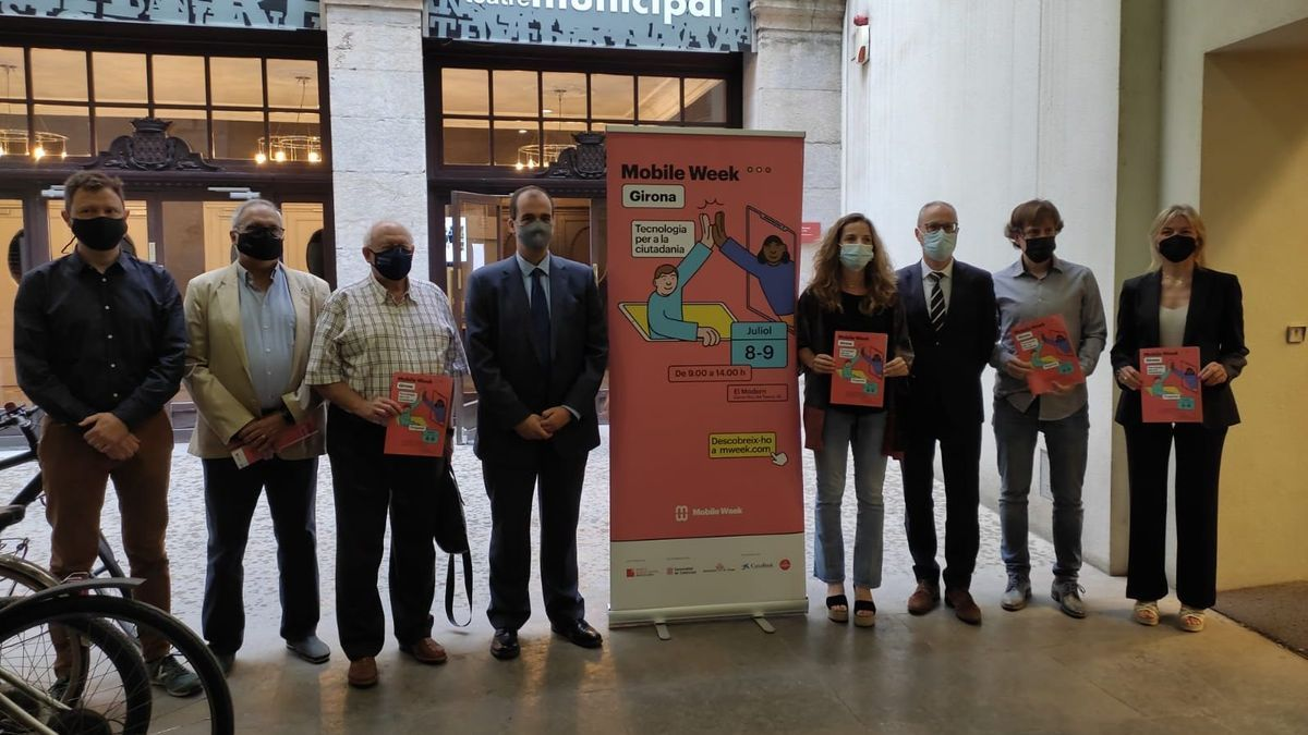 Els impulsors de la Mobile Week Girona, ahir, a l'Ajuntament gironí, durant la presentació.
