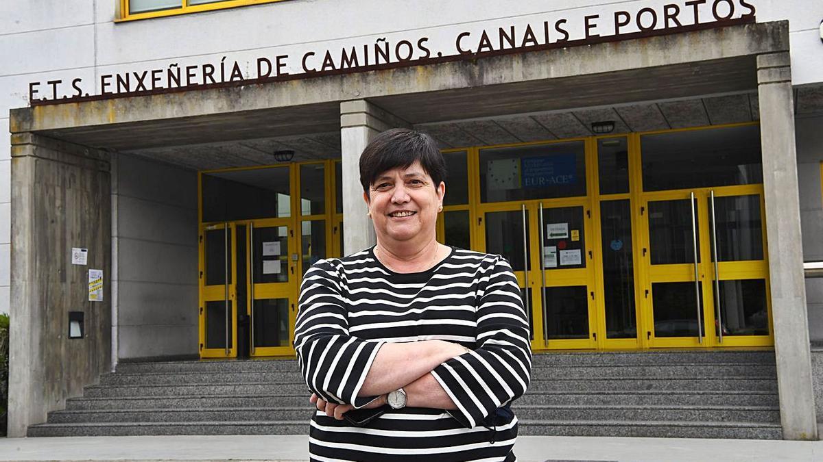 Isabel Martínez Lage frente a la Escuela de Caminos.   | // CARLOS PARDELLAS