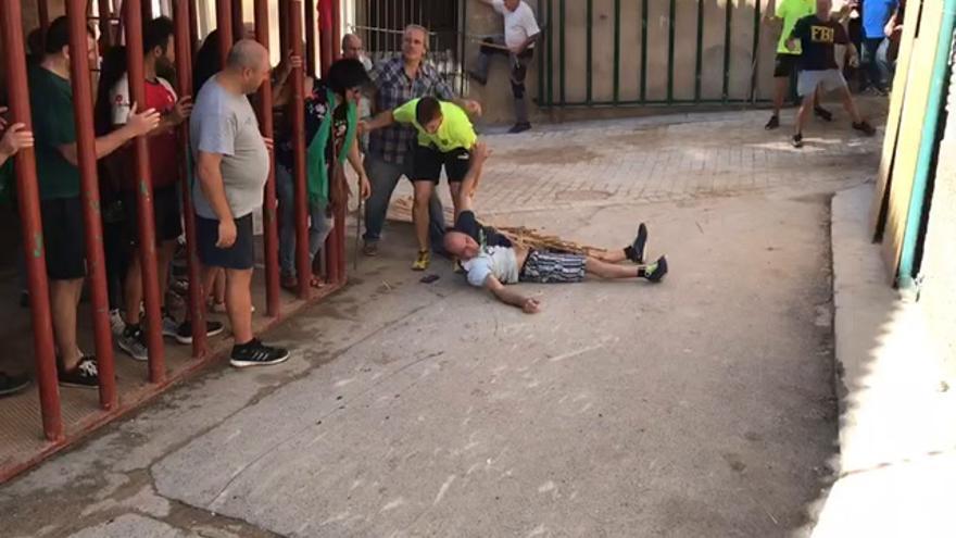 VÍDEO | Un vecino de Figueroles, embestido por un toro