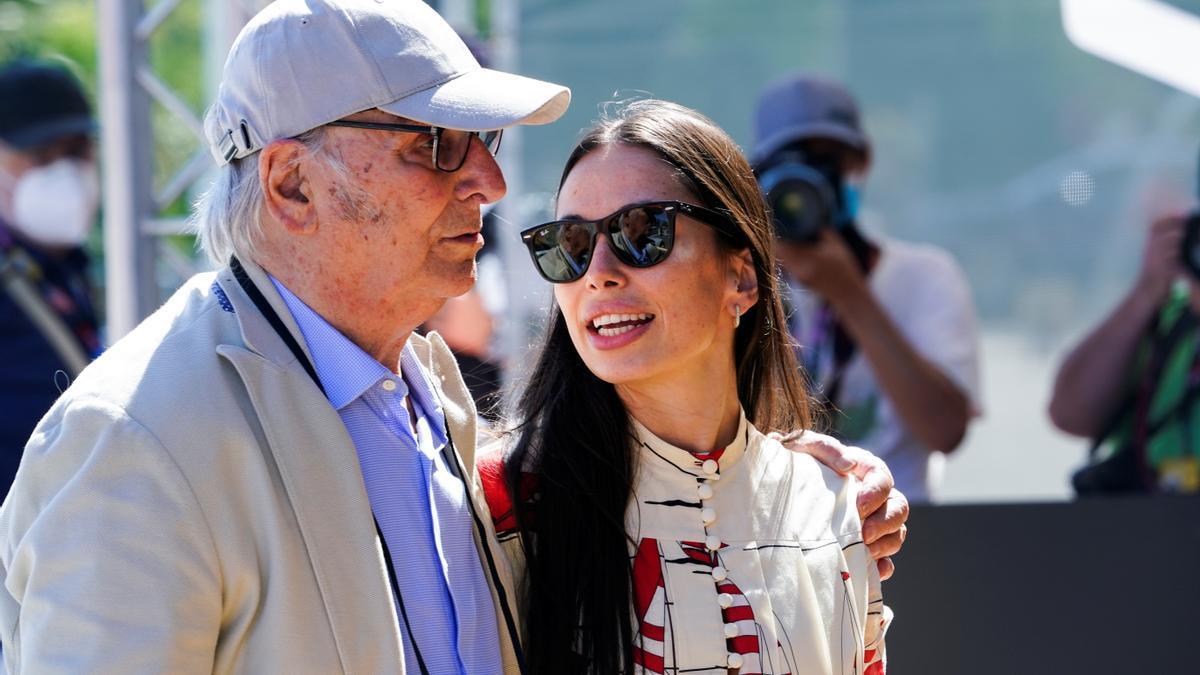 Carlos Saura junto a su hija.