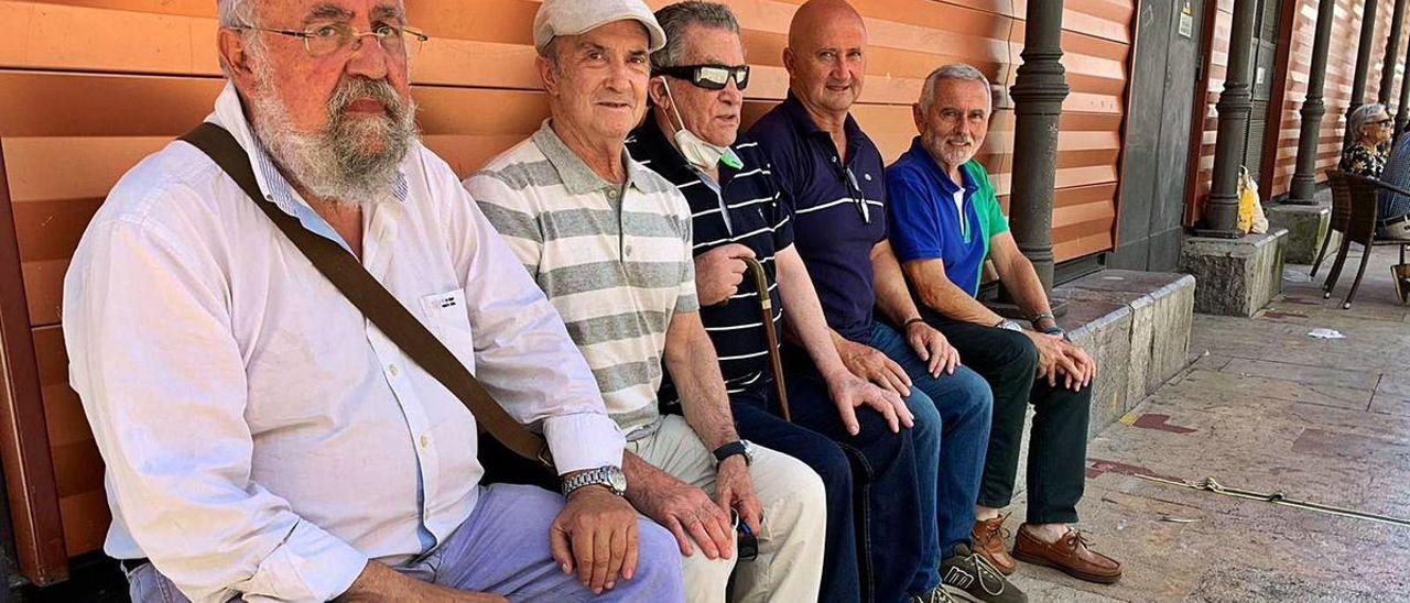 Por la izquierda, Benjamín Vilaboa, Armando Fernández, Bernardo Maribona, Pepe Truyés, Eloy Calzón.