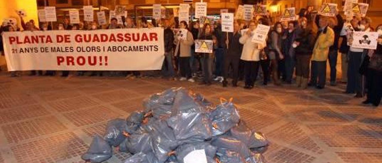 El 85% rechaza instalar el vertedero en Guadassuar y pide otro emplazamiento