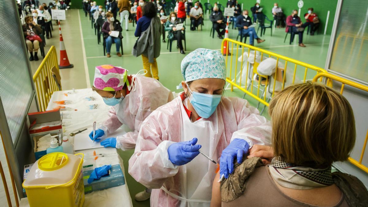 Vacunación contra el coronavirus a más de 1.300 personas de entre 60 y 65 años en Ciudad Rodrigo (Salamanca).