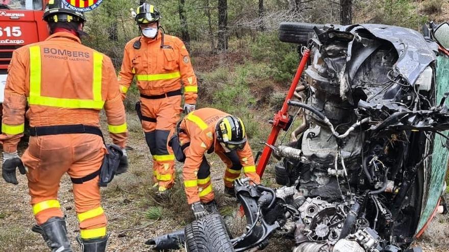 Muere tras despeñarse su coche unos 100 metros en Castellfabib