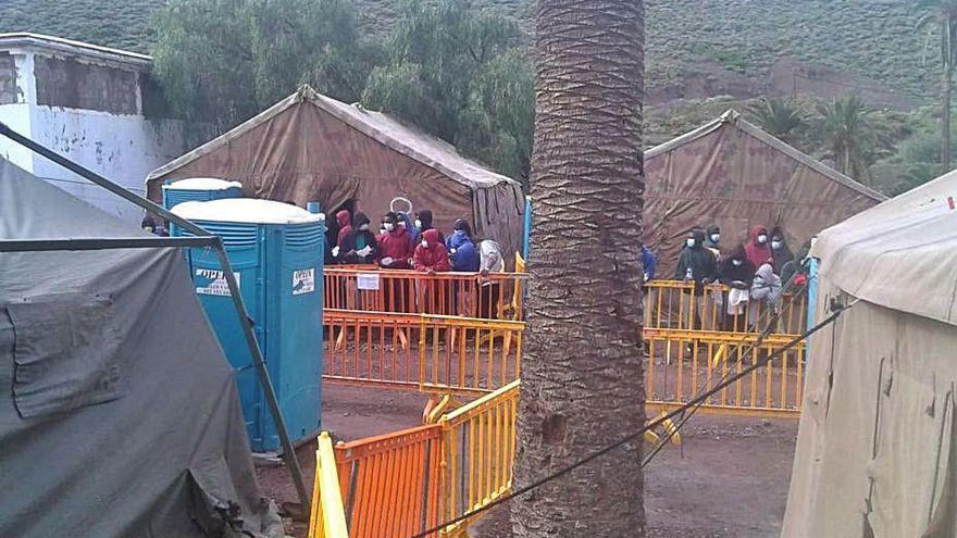 Unos 2.500 migrantes permanecen en Canarias tras haber llegado en patera a las islas