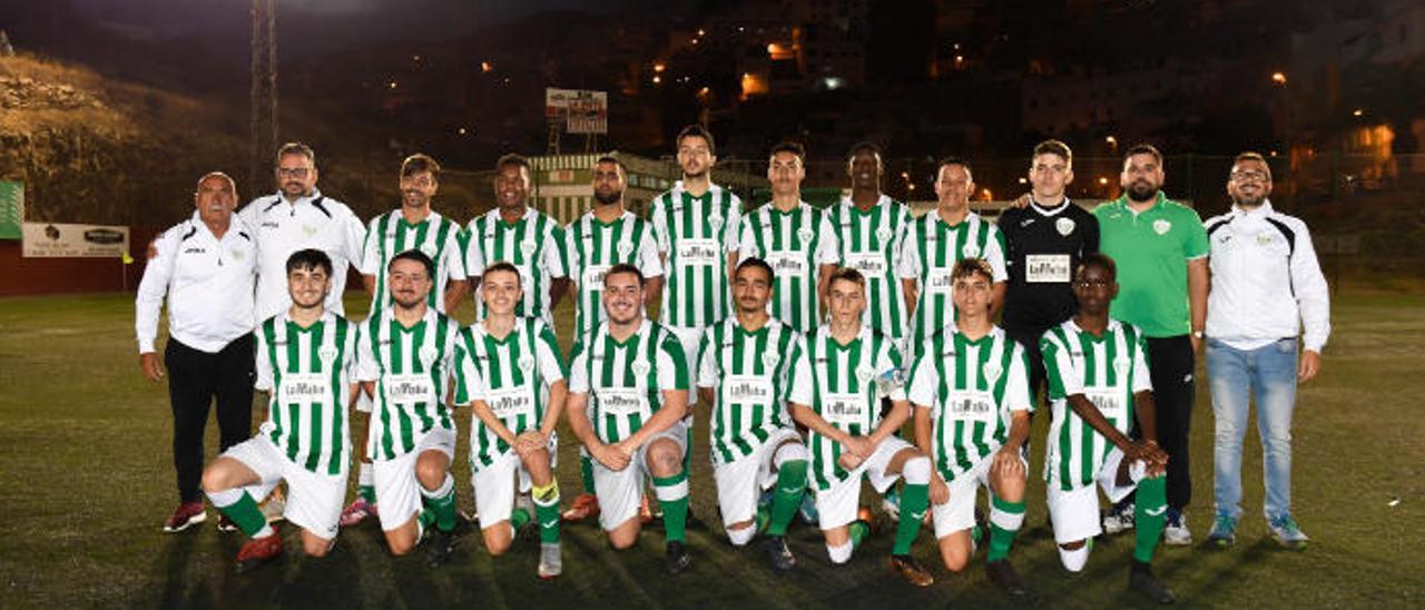 Equipo juvenil del Pedro Hidalgo, que remontó y entra en la Preferente como subcampeón.