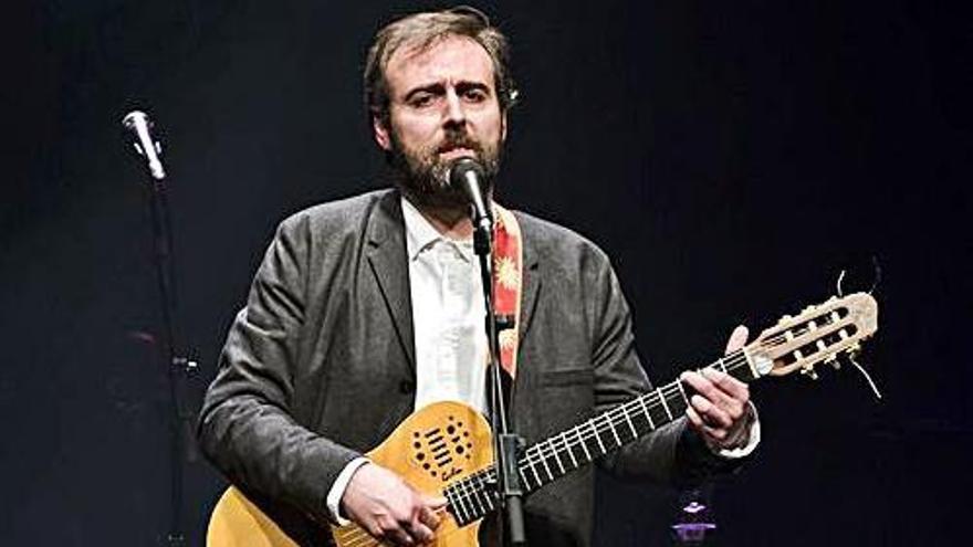 Concert solidari amb el cantautor solsoní Roger Mas