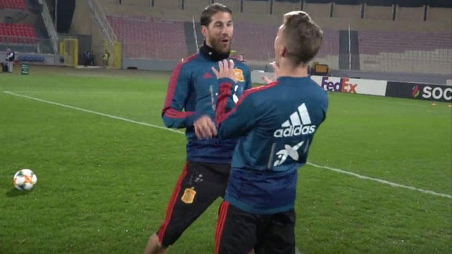 'Tiki tiki miau miau': la divertida celebración de Sergio Ramos e Iker Muniain que arrasa en la red