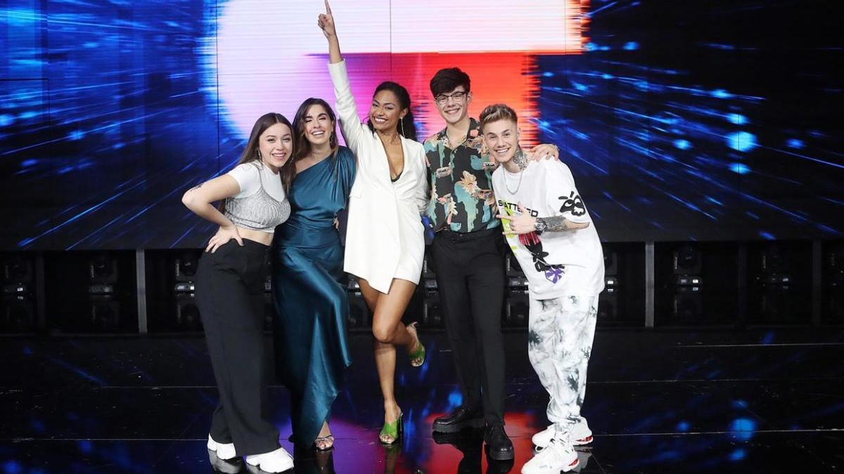 De izquierda a derecha, Eva, Anaju, Nia, Flavio y Hugo