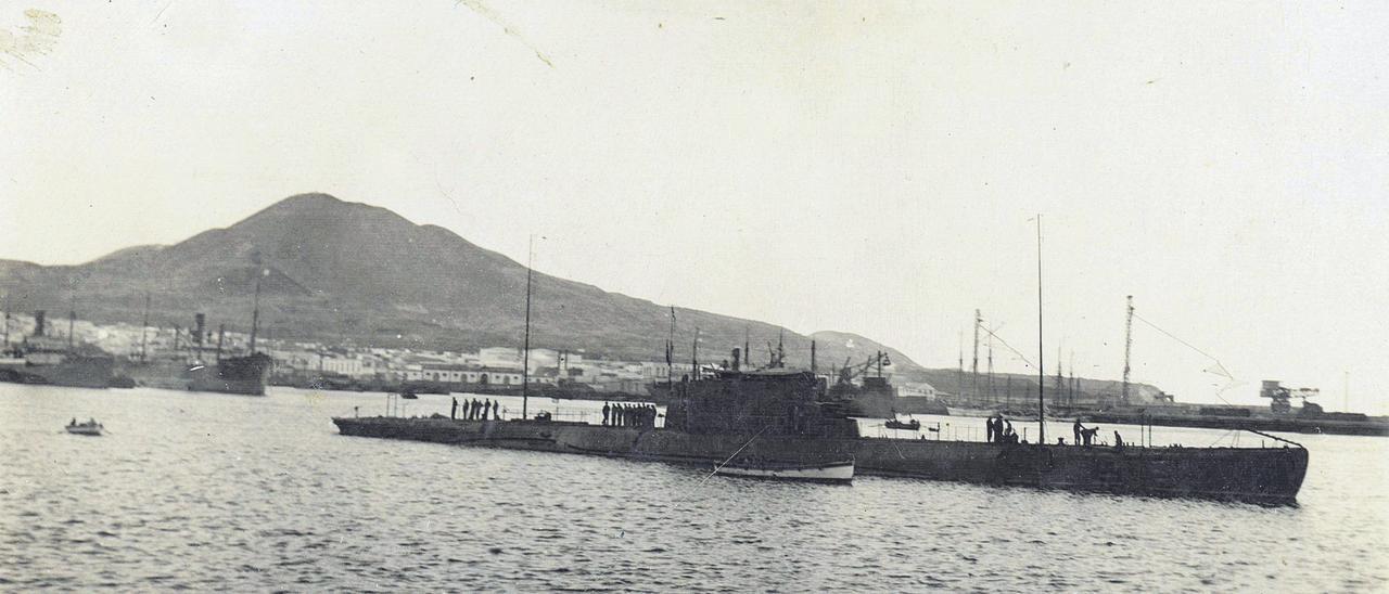 Presencia de submarinos en el Puerto de La Luz en el primer cuarto del siglo XX.