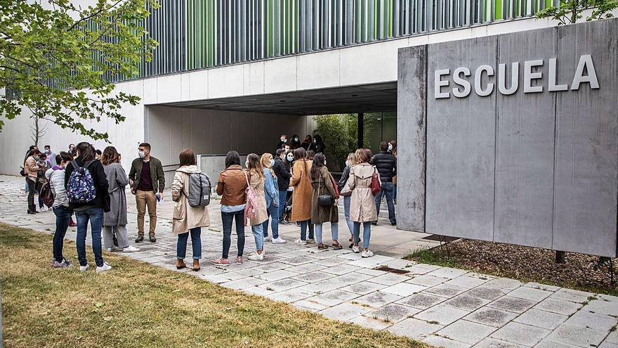 Los aspirantes a una plaza de Ginecología se examinan en la Escuela de Enfermería de Zamora
