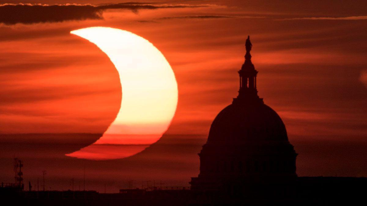 Eclipsi solar anular per sobre el capitoli de Washington DC