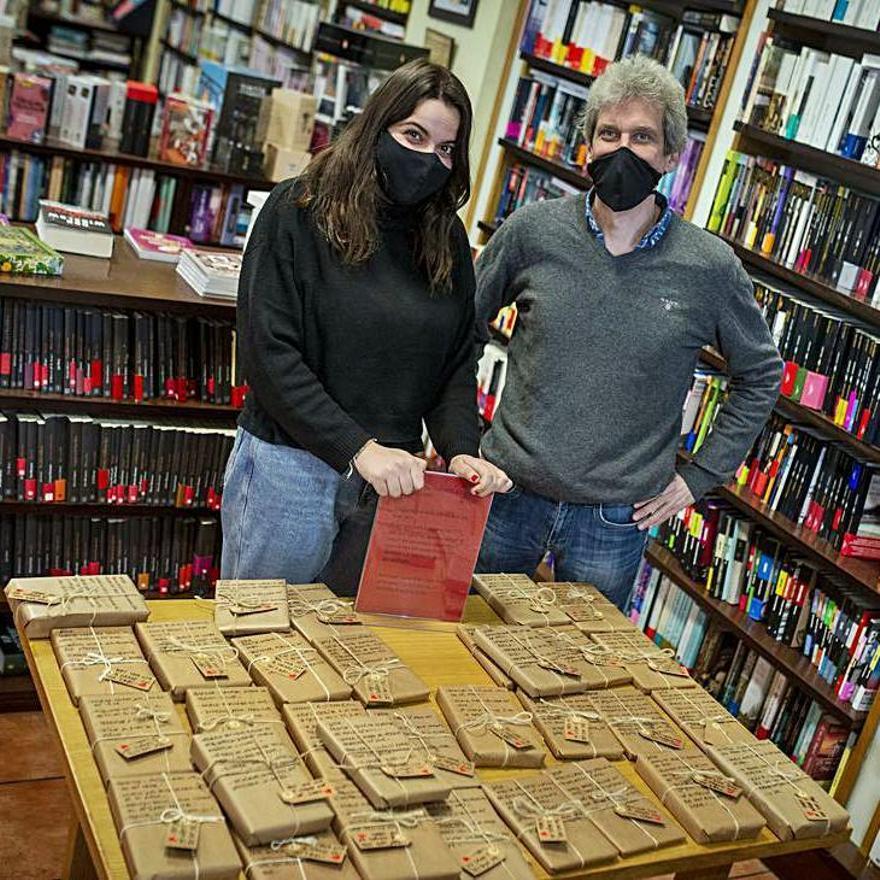 Javier y Sara, de la librería Eixo. // BRAIS LORENZO