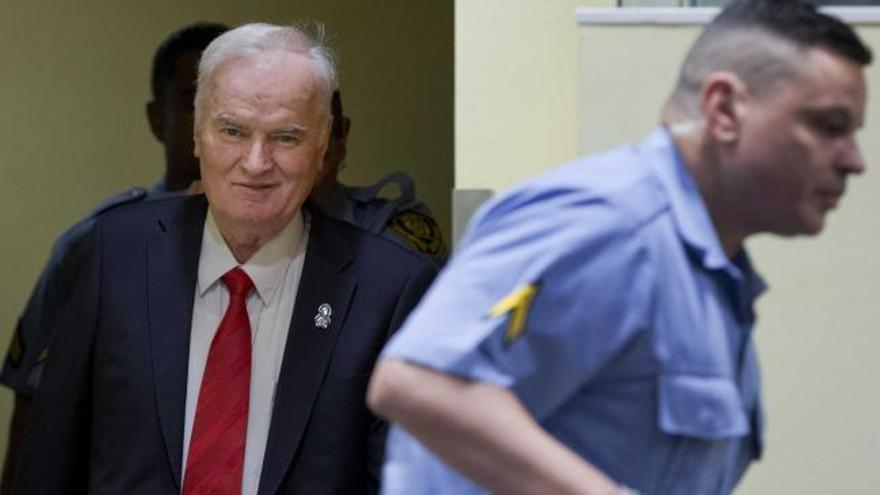 Mladic, condenado a cadena perpetua por genocidio