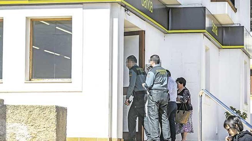 Dos atracadores roban 3.000 euros en un banco en Eivissa
