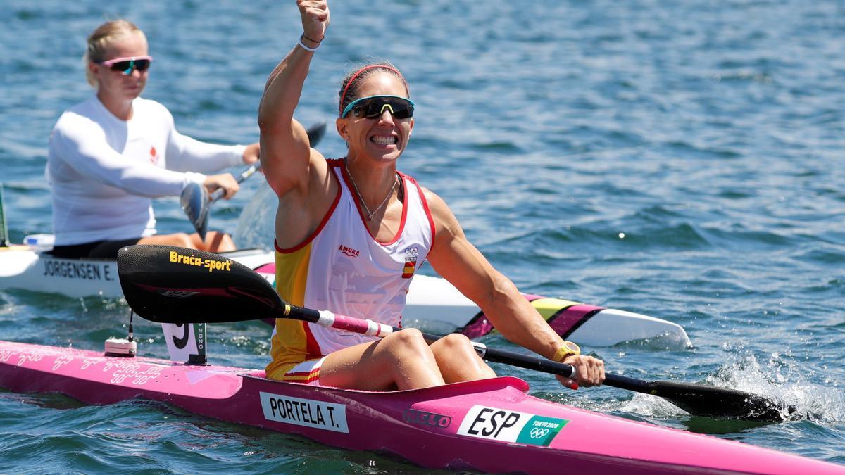 Teresa Portela saluda a la conclusión de la final en la que logró la plata.