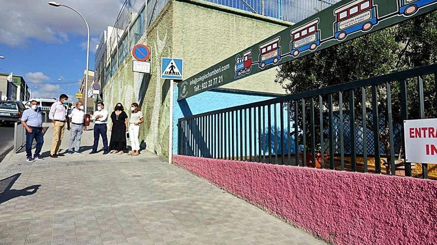 La ampliación de la acera mejora la seguridad del colegio de Chamberí