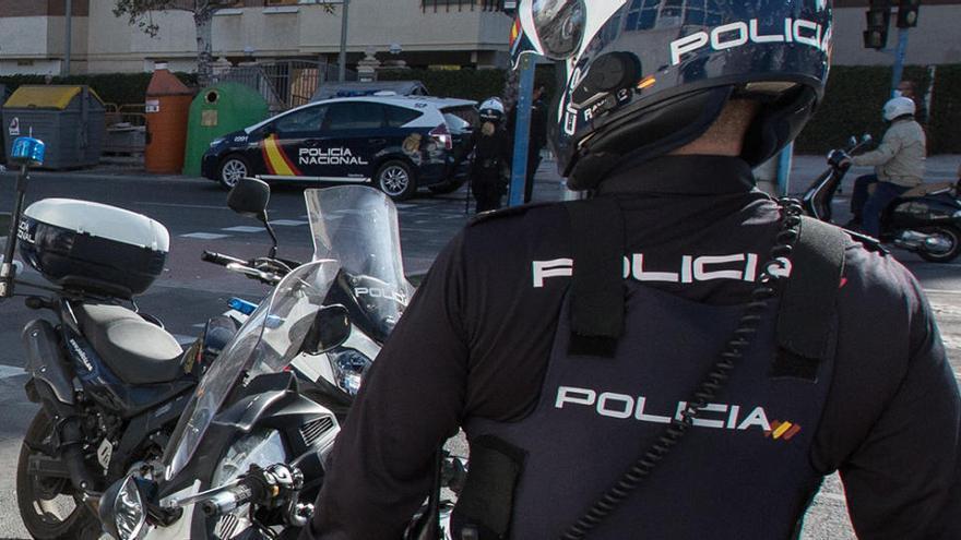 Detenido por intentar desfigurar a su mujer con una cuchilla en Alicante