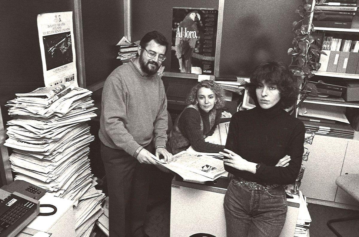 Xela con Xosé Manuel García Crego e Celia Torres en Edicións Xerais, ano 1989 (Foto emprestada por Celia Torres).