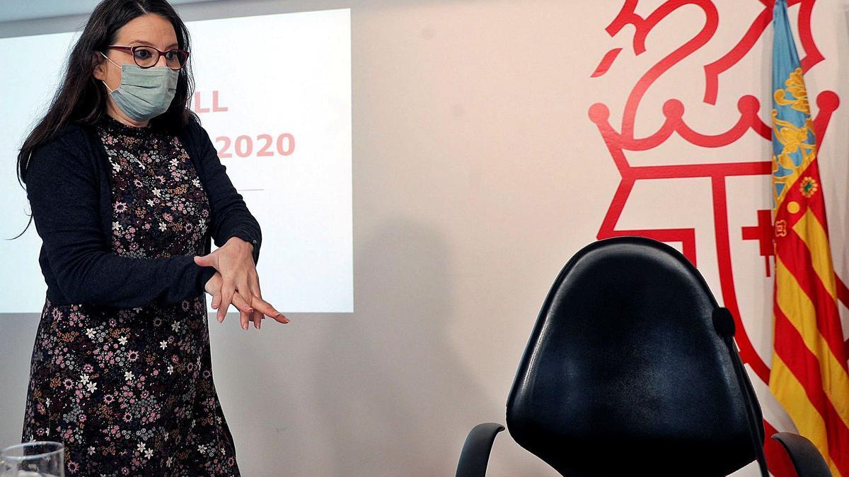 La vicepresidenta y portavoz del Consell, Mónica Oltra, ayer en rueda de prensa. | EFE/KAI FÖRSTERLING