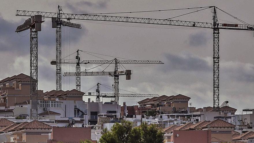 La otra balanza fiscal: los madrileños pagan 68 millones en impuestos en la Comunidad por la compra de casas
