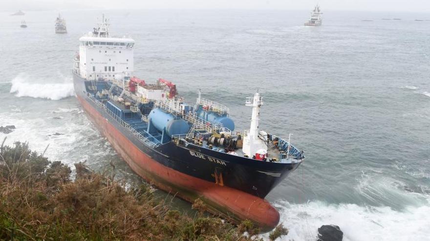 Un tercio de los barcos que navegan en aguas gallegas transportan mercancías peligrosas