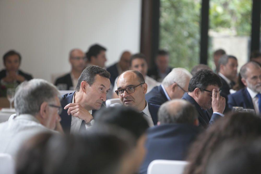 Carlos González y Manuel Palomar conversando