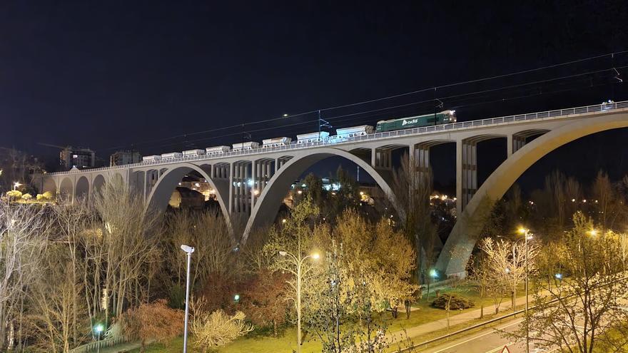 ADIF concluye con éxito las pruebas de carga en viaductos y pasos inferiores de la Alta Velocidad entre Pedralba y Orense
