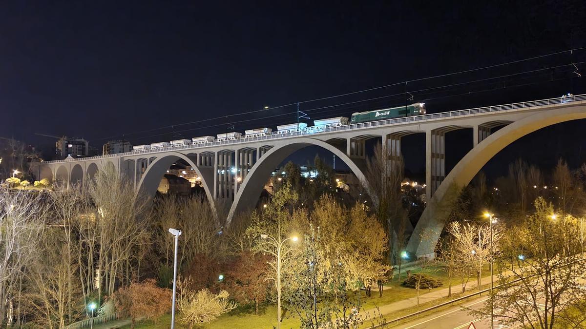 Prueba de carga en el viaducto del Miño