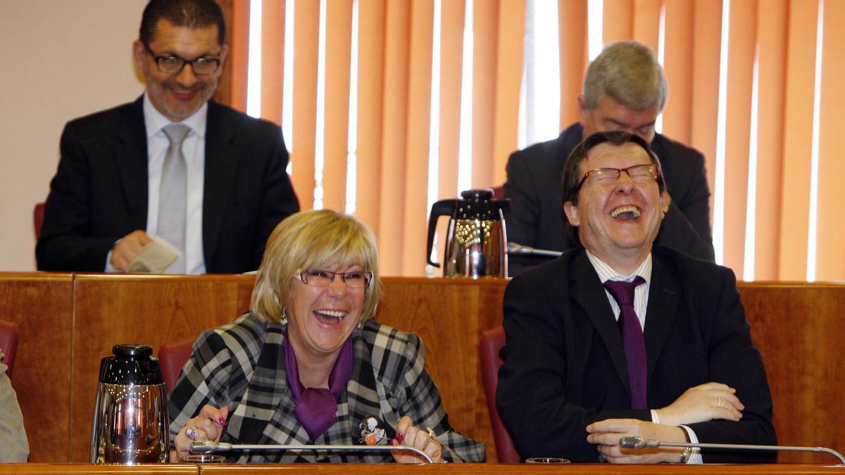 Abelairas riéndose en un pleno del Concello junto a sus compañeros de partido Carlos López Font, Ángel Rivas y Manel Fernández. Marta G. Brea.jpg