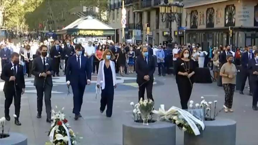 Barcelona recuerda en silencio el 17-A