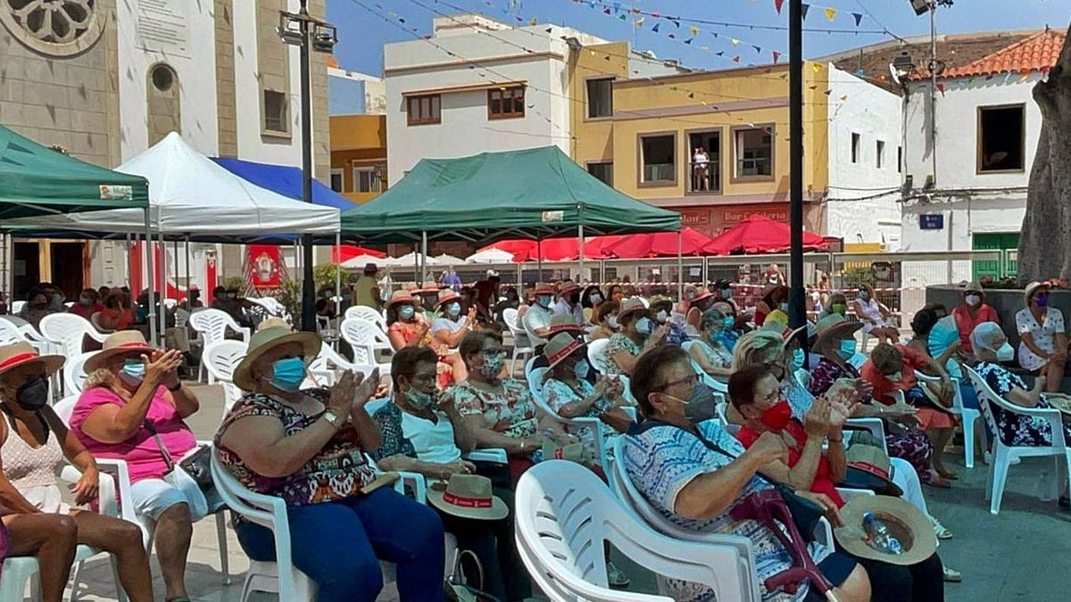 Algunos de los asistentes al acto de homenaje a las personas mayores, celebrado en La Aldea. |