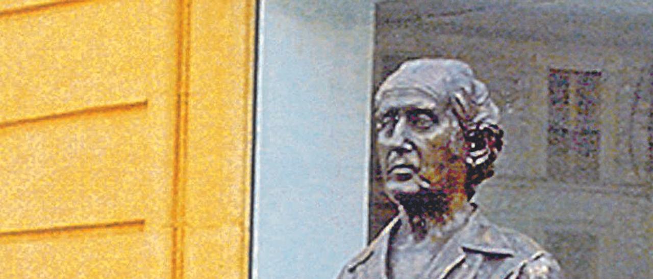 El busto que recuerda a Guillermo Simón en Villaviciosa.