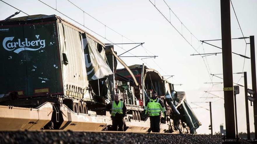Seis muertos y 16 heridos en un accidente de tren en Dinamarca