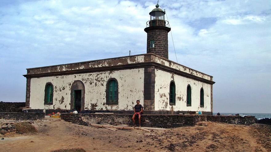El faro de Punta Delgada, el 'cuartel general' para proteger a Alegranza