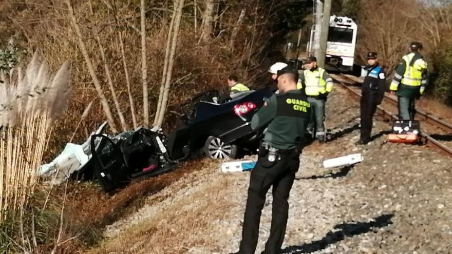 Dos heridos graves en un nuevo accidente de tren en un paso a nivel de Llanes